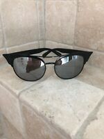 Quay Australia Sunglasses Women's Zig Black/Silver NWT Includes Soft Case