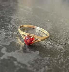 Beautiful 9ct Solid Gold Garnet Heart solitaire Romantic Engagement? Ring Size N