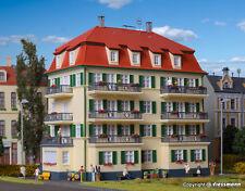 Kibri H0 38354 - Mehrfamilienhaus mit Balkon   Bausatz Neuware