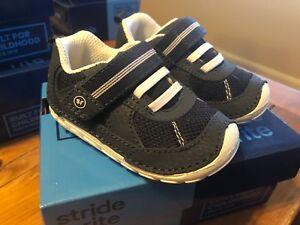 Stride Rite Jamie Boys white blue Toddler Velcro sneakers New W/ Box