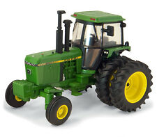 1/64 ERTL AUTHENTICS #4 JOHN DEERE 4450
