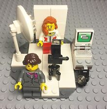 Lego New MOC Professional Female Photographer Mini Figure / Digital Photo Shop