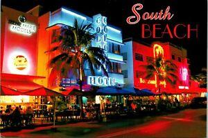 South Beach FL Ocean Drive Postcard unused (11645)