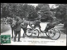 PARIS / FEMME COCHER TAXI en 1908