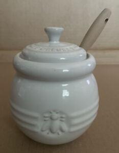 Le Creuset Stoneware White 16 oz Honey Pot Jar w/Silicone Dipper-Used