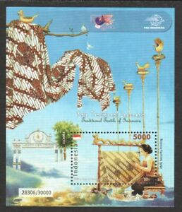 INDONESIA 2011 TRADITIONAL TEXTILE BATIK PARANG GARUDA SOUVENIR SHEET OF 1 STAMP