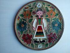 assiette murale laiton ouvragé fait et peint main diamètre 20 cm 385 grammes .D8