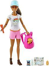 Barbie Senderismo Muñeca, Morena, Con Cachorro & 9 Accesorios, Mochila Mascota