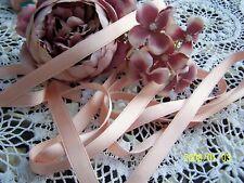 Ancien ruban en soie des années 50. Couleur rose saumoné. Vendu au mètre. N°129