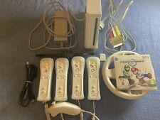 Nintendo Wii Spielekonsole - Weiß, mit Homebrew, Zubehörpaket und Spiel