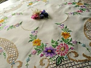 VINTAGE HAND EMBROIDERED TABLECLOTH/ STUNNING RAISED FLORAL GARLANDS