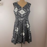 Cue Dress SZ 12 Black White Fit & Flare V Neck Pockets Office to Dinner