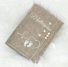 Mutterpasshülle bestickt ♥ Herzlinie EKG Baby Füße • Mamapass • Filz Meliert