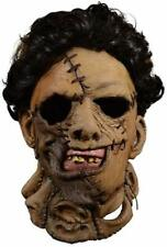 Trick Or Treat Studios Texas Chainsaw Massacre 2 Deluxe Leather Face Mask Standa