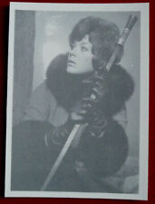 THE AVENGERS - Card #15 - A FOGGY NIGHT IN LONDON TOWN  - Linda Thorson
