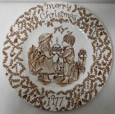 ROYAL CROWNFORD STAFFORDSHIRE BROWN AND WHITE VINTAGE CHRISTMAS PLATE 1976 EUVC
