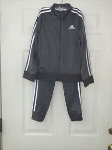Boys Adidas Athletic / Track Size S (8) Suit