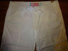 NEW WOMEN'S HOLLISTER WHITE CAPRI PANTS SIZE 9 MSP $34.50 .