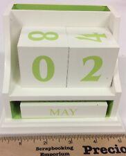 White & green wood block perpetual calendar desk set