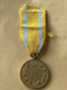 Friedrich August Medaille in Bronze mit Band 1905 WWI Hersteller Schneider S ?