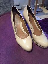 Clarks Size 6.5 Nude Ladies Mid Heel