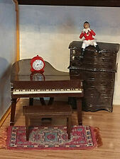 VINTAGE MINIATURE 1:16 RENWAL DOLLHOUSE GRAND PIANO BENCH DRESSER CLOCK & RUG!