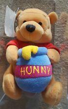 Disney Store Winnie The Pooh holding a Hunny Pot Beanie Peluche Jouet Doux-étiquette sur