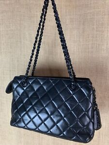 CHANEL Double Chain Black Quilted Leather handbag 12 x 7 x 3
