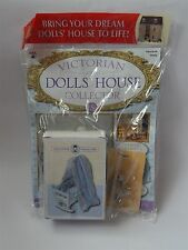 VICTORIAN DOLLS HOUSE Collector Magazine No 5 Avec un ours en peluche & CRADLE