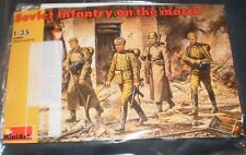 MiniArt 1/35 35002 WWII Soviet Red Army Infantry on The March  NO BOX
