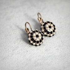 Boucles d`Oreilles Dormeuses Doré Rond Mini Perle Beige Noir Léger Retro D6