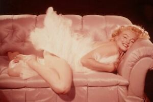 Marilyn Monroe Couch Poster 36x24