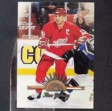 STEVE YZERMAN  1997-98  Leaf  #4  Detroit Red Wings  HOF  Canada