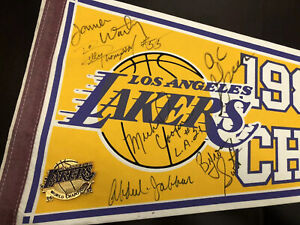 1987 AUTOGRAPHED Los Angeles Lakers Basketball Champion Pennant JABBAR WORTHY +4