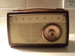 Vintage Grundig Music-Boy Transistor Radio 200E