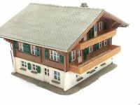 Großes Alpenhaus Berghaus mit 2 Garagen BELEUCHTET Spur N C863