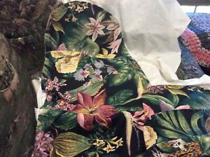 Beautiful Hawaiian Like Table Runner & 4 Placemats Black, Pink, Yellow, Green