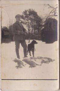 Ansichtskarten aus Russland -Soldat mit Jagdhund und erlegten Hasen-