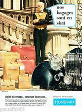 PUBLICITE ADVERTISING  016  1967  Monoprix  bagages valises sacs en Skai