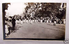 1910-20'S UNUSED REAL PHOTOGRAPH POSTCARD-PARADE-BAND