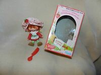 VINTAGE 1980 STRAWBERRY SHORTCAKE DOLL FLAT HANDS 1ST ED. KENNER w/ BOX