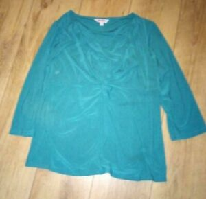 Ladies 'ESSENTIAL' Green long sleeve Top. Size 16. vgc.