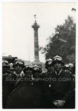 Paris 24 MAI 68 - Place de la BASTILLE CRS - Tirage Argentique Original 17x24cm