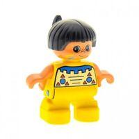 1x Lego Duplo Figur Kind Junge Indianer gelb Haare schwarz mit Feder 6453pb030