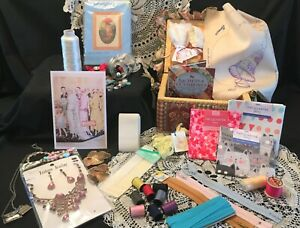A Collection of Sewing/Craft Accessories Set 9