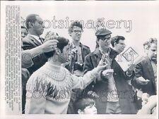 1964 1960s Uc Berkeley Students Read Copies of Spider Magazine Press Photo