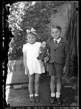 Petite fille garçon poupée poupon celluloïd  - négatif photo ancien verre 1940