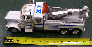 """HUGE 11"""" LONG 2001 NYPD TOW TRUCK DIECAST.RARE"""