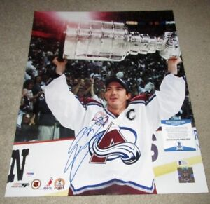 JOE SAKIC COLORADO AVALANCHE STANLEY CUP SIGNED 16x20 PHOTO BECKETT BAS COA