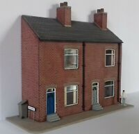 OO GAUGE 2 TERRACED HOUSE KIT WITH GLAZING GUTTERING ROAD NAME SIGNS & CURTAINS